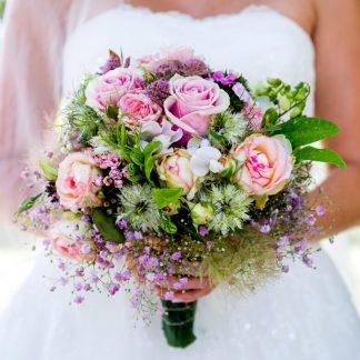 romantisch bruidsboeket paars